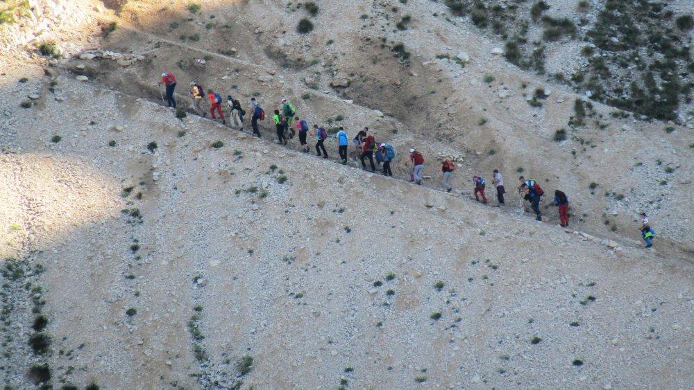 [11] escursionisti corno grande.JPG