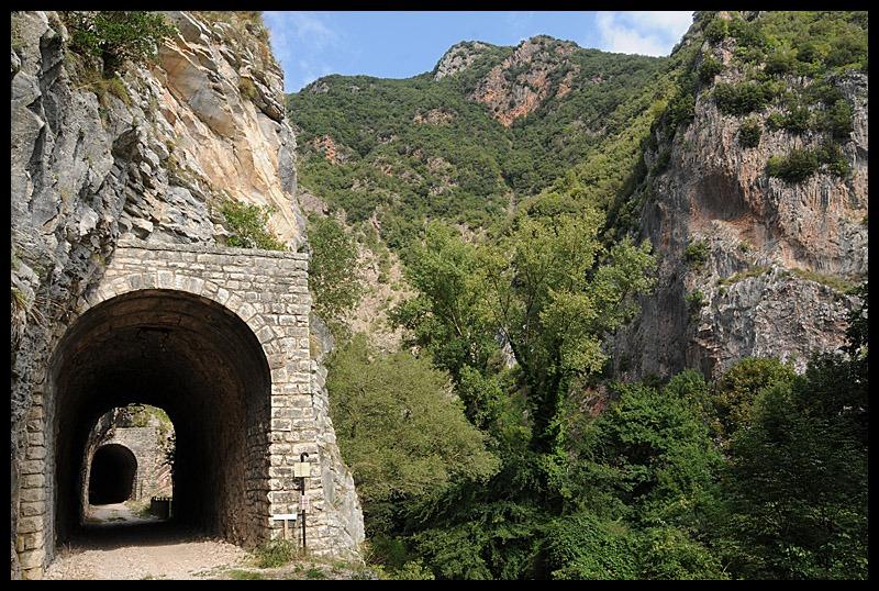 Ferrovia_Spoleto_Norcia_-_Galleria_delle_Lastre.jpg